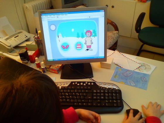 Παιχνίδι με χειμωνιάτικα ρούχα στον υπολογιστή